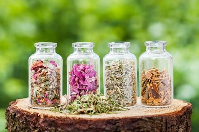 How To Make Herbal Tinctures To Instantly Relieve Anxiety, Beat Pain, And Improve Sleep