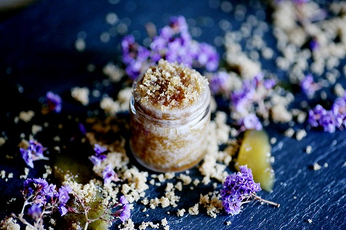 DIY Edible Brown Sugar Lip Scrub