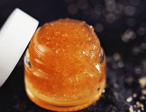 DIY Sugar Lip Scrub With Honey